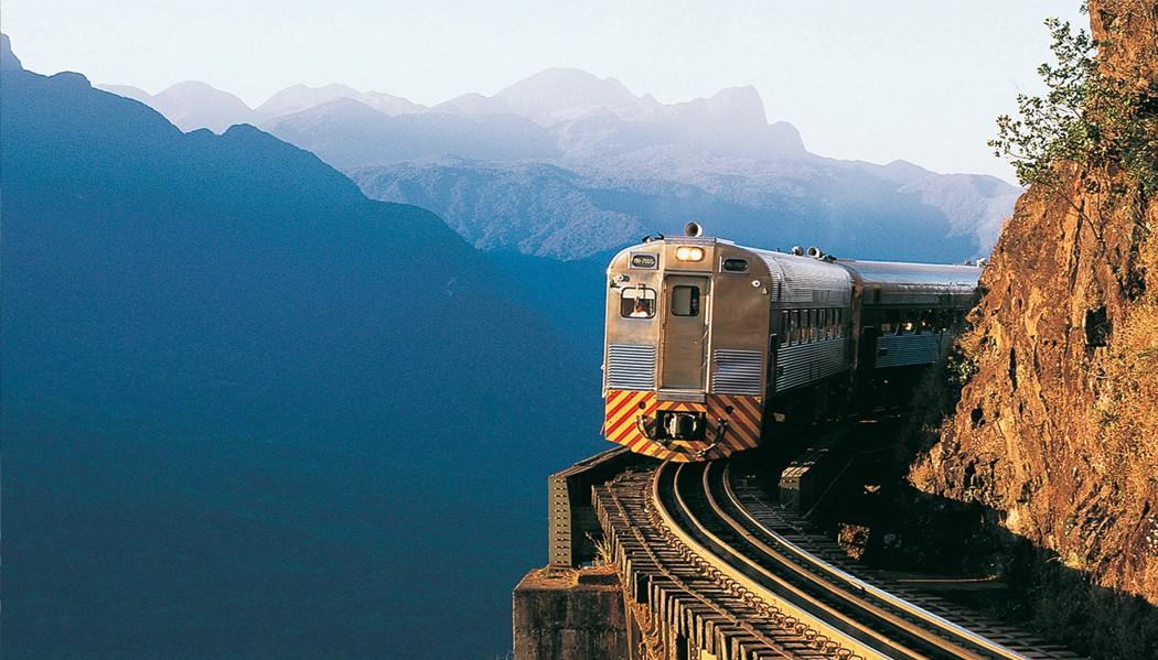 Trem de Curitiba a Morretes