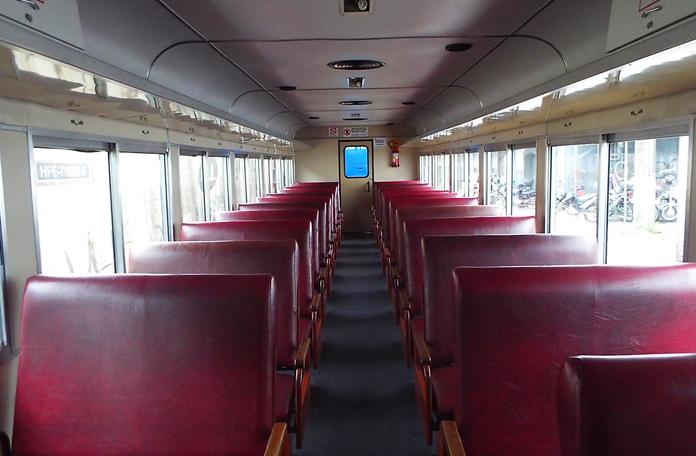 Interior dos vagões da classe turística
