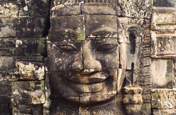 """O """"smiling face"""" que o povo chama de """"Monalisa da Ásia"""""""