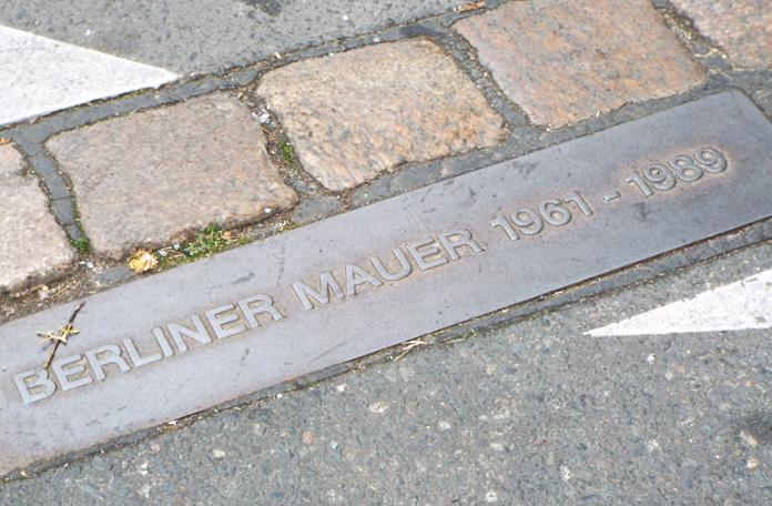 Marca onde o Muro de Berlim passava
