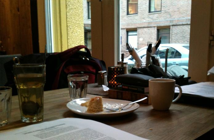 Fazendo um freela em um café em Madri