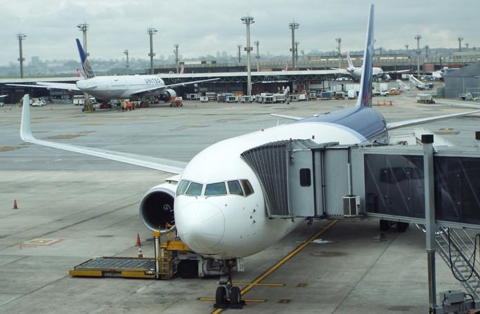 Boeing 767 no Terminal 3 em GRU