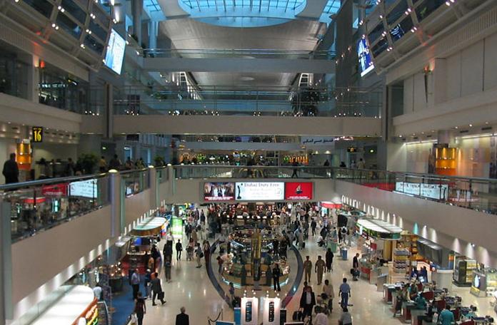 O aeroporto de Dubai parece um shopping gigantesco