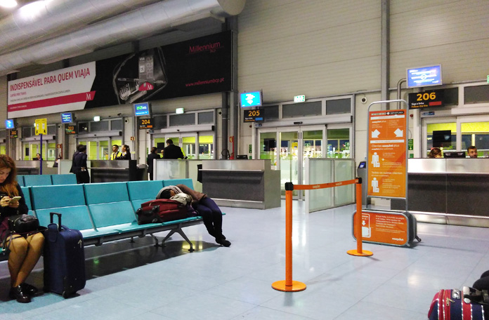 Embarque no Terminal 2 de Lisboa