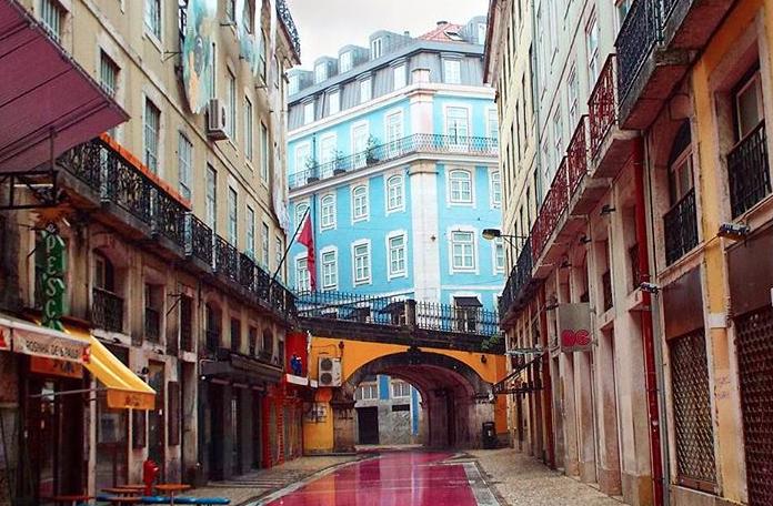 A Rua Rosa de Lisboa: calma de dia