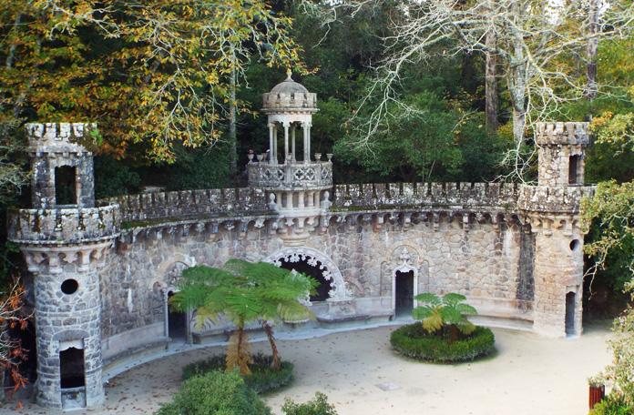 Portal dos Guadiões. Tem um túnel que leva ao fundo da Torre Invertida