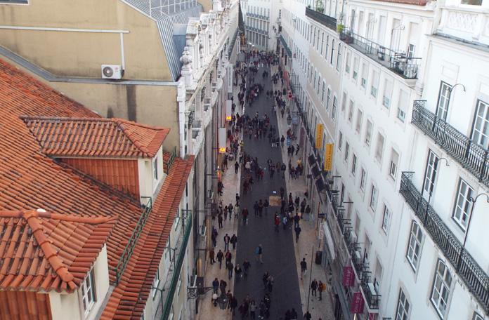Vista da passarela que une o elevador ao Largo do Carmo