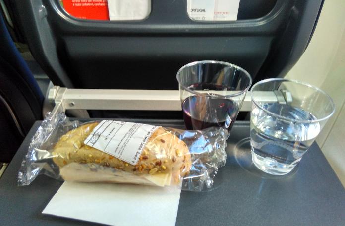 Serviço de bordo no voo de retorno para Lisboa