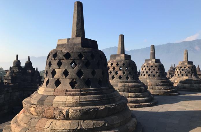 Algumas das 72 estupas