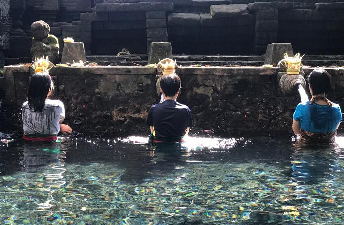 O ritual é algo muito comum na vida do balinês