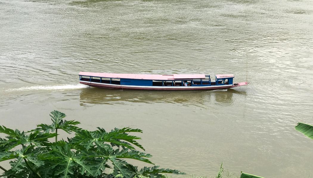 Os tradicionais barcos do Rio Mekong