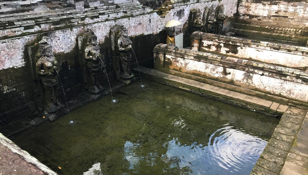 Fonte sagrada do Elephanat Cave Temple