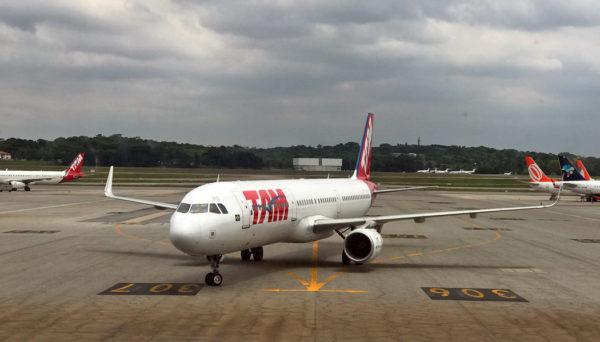 voar com a Latam dentro do Brasil