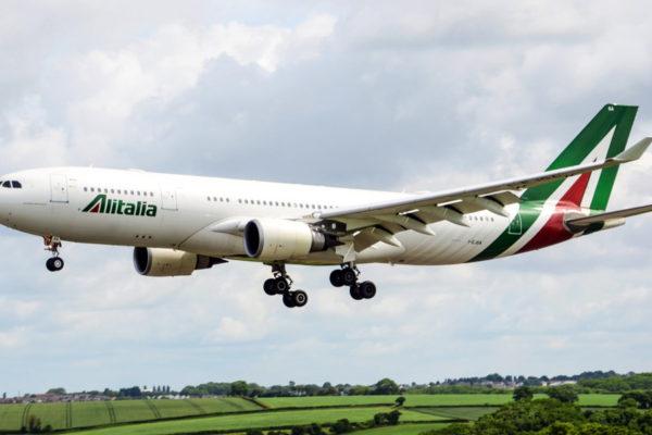 Alitalia para Roma no Airbus A330