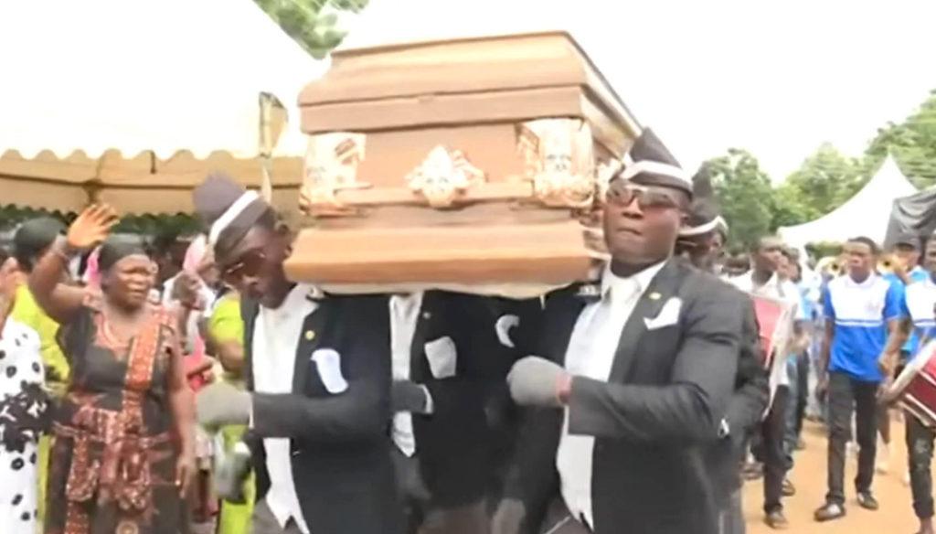 carregadores de caixões de Gana