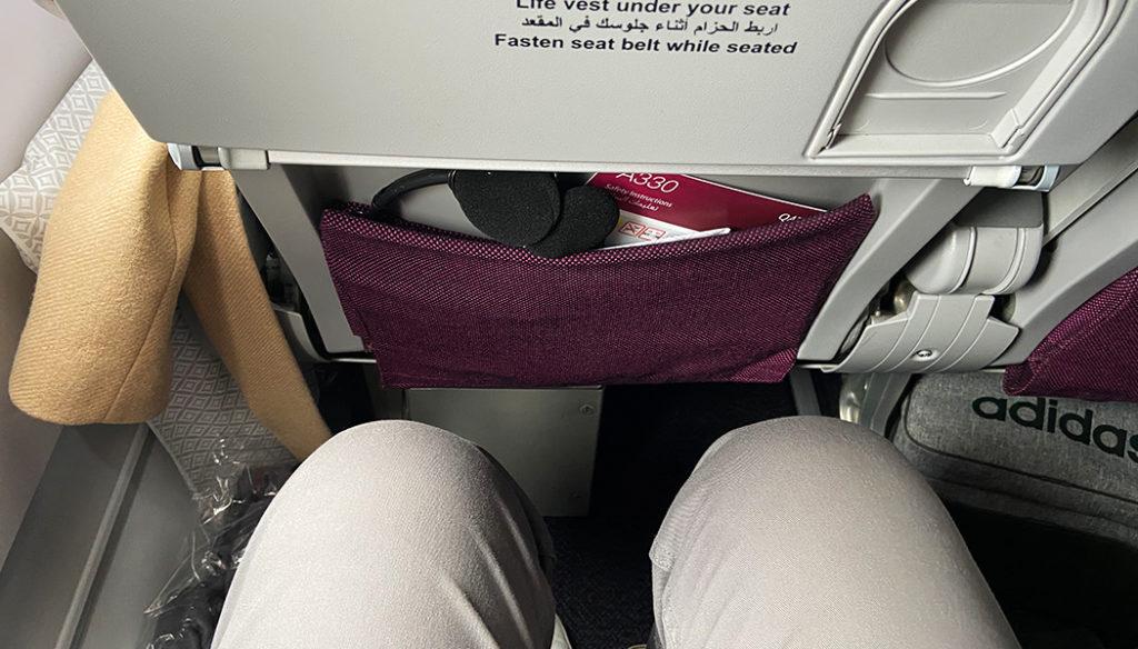 Como é voar na classe econômica da Qatar no Airbus A330